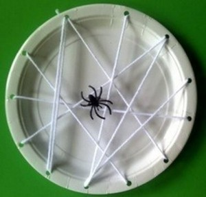 halloween craft paper-plate-spider-kids-halloween-craft