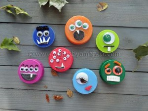 plastic-lids-monster-halloween-crafts