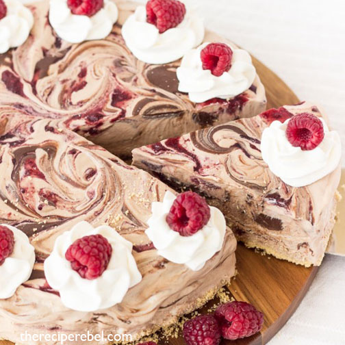NUTELLA-AND-RASPBERRY-SWIRL-ICE-CREAM-CAKE-WITH-ICE-CREAM-CONE-CRUST