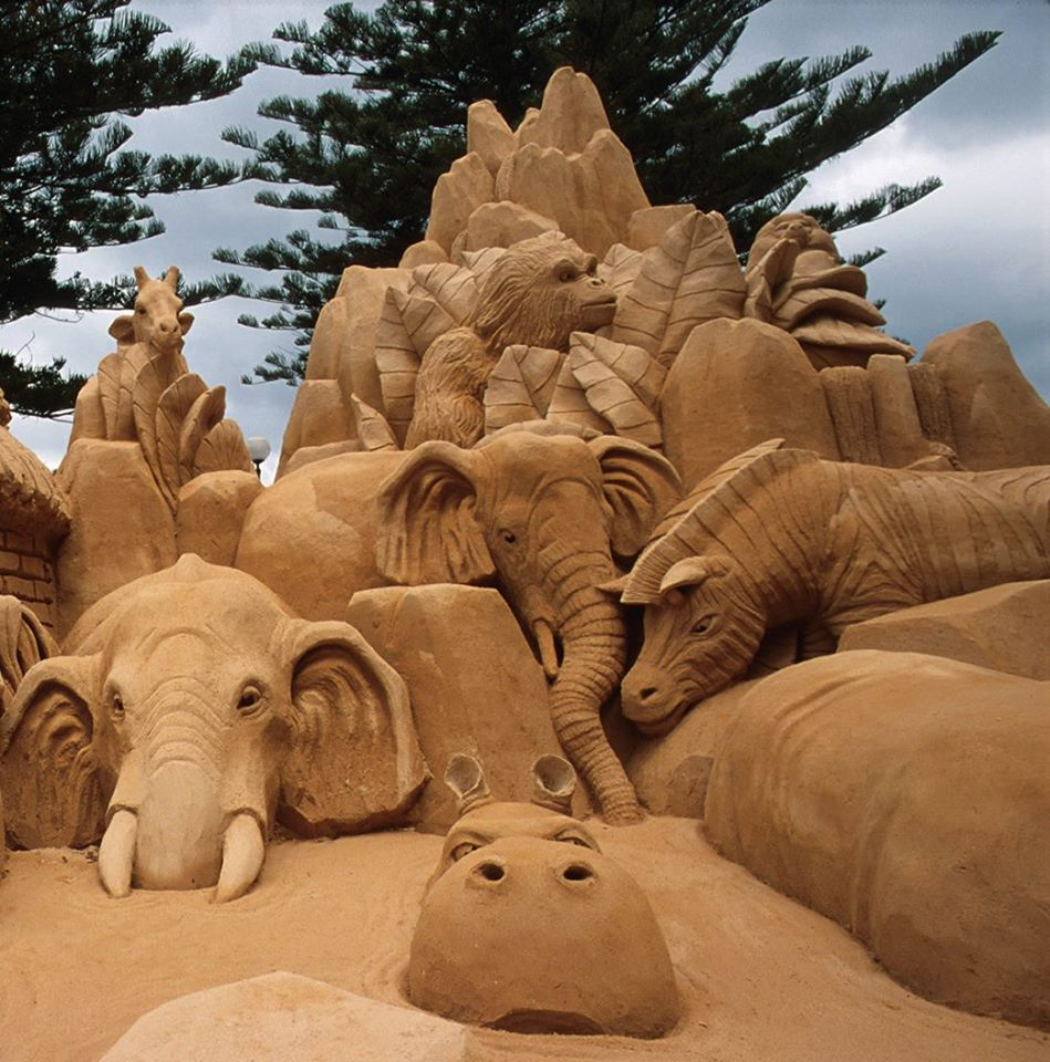 Sand sculpting - a day at the zoo