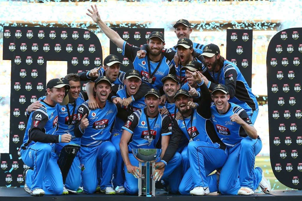 ADELAIDE, AUSTRALIA - FEBRUARY 04:  The Strikers celebrate with the trophy after winning the Big Bash League Final match between the Adelaide Strikers and the Hobart Hurricanes at Adelaide Oval on February 4, 2018 in Adelaide, Australia.  (Photo by Paul Kane/Getty Images)